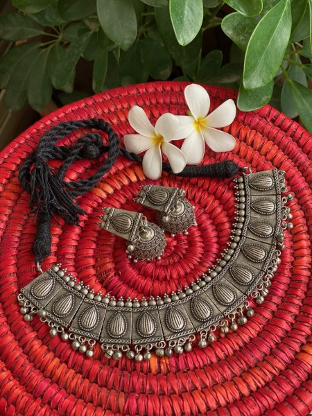 ANTIQUE PETAL GHUNGROO CHOKER NECKLACE